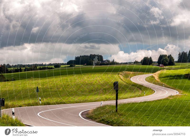s Ausflug Landschaft Himmel Wolken Sommer Baum Wiese Hügel Verkehr Verkehrswege Straße Kurve fahren Mobilität Ziel Farbfoto Außenaufnahme Menschenleer
