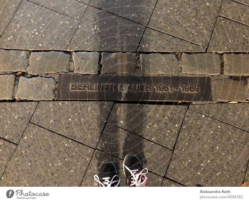 Es war einmal... die Berliner Mauer Berlin-Mitte Berliner Fernsehturm Deutschland Europa Stadt Hauptstadt Wand Sehenswürdigkeit Denkmal Straße Wege & Pfade