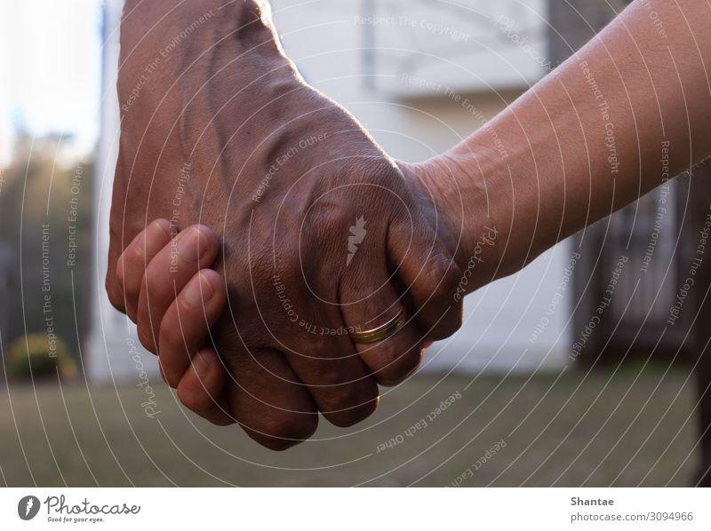 Lebenspartner Freude Hochzeit Frau Erwachsene Mann Eltern Großeltern Senior Familie & Verwandtschaft Paar Partner Hand 2 Mensch 45-60 Jahre Kultur Ring Ehering
