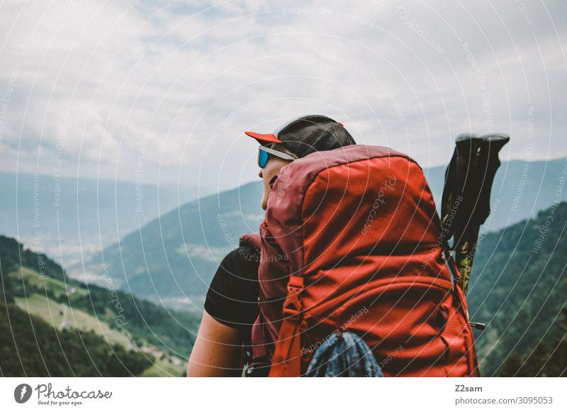 Wanderin auf dem Meraner Höhenweg Himmel Ferien & Urlaub & Reisen Natur Jugendliche Junge Frau Sommer Landschaft Berge u. Gebirge 18-30 Jahre Erwachsene feminin