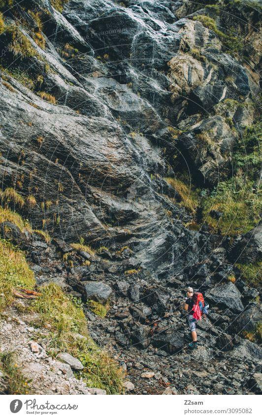 Wander vor Wasserfall Ferien & Urlaub & Reisen Abenteuer Berge u. Gebirge wandern Junge Frau Jugendliche Natur Landschaft Schönes Wetter Felsen Alpen Rucksack