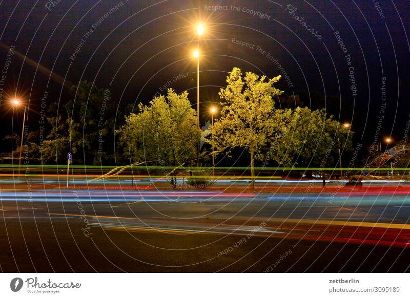 Licht Bewegung mehrfarbig Dynamik Phantasie Straßenkreuzung Lichtspiel Leuchtspur Lichtmalerei Lightshow Linie Berufsverkehr Rücklicht Autoscheinwerfer Spielen
