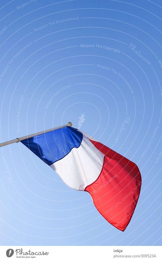 Frankreich Flagge Wolkenloser Himmel Schönes Wetter Fahne blau rot weiß Politik & Staat wehen Sauberkeit Farbfoto Außenaufnahme Nahaufnahme Menschenleer