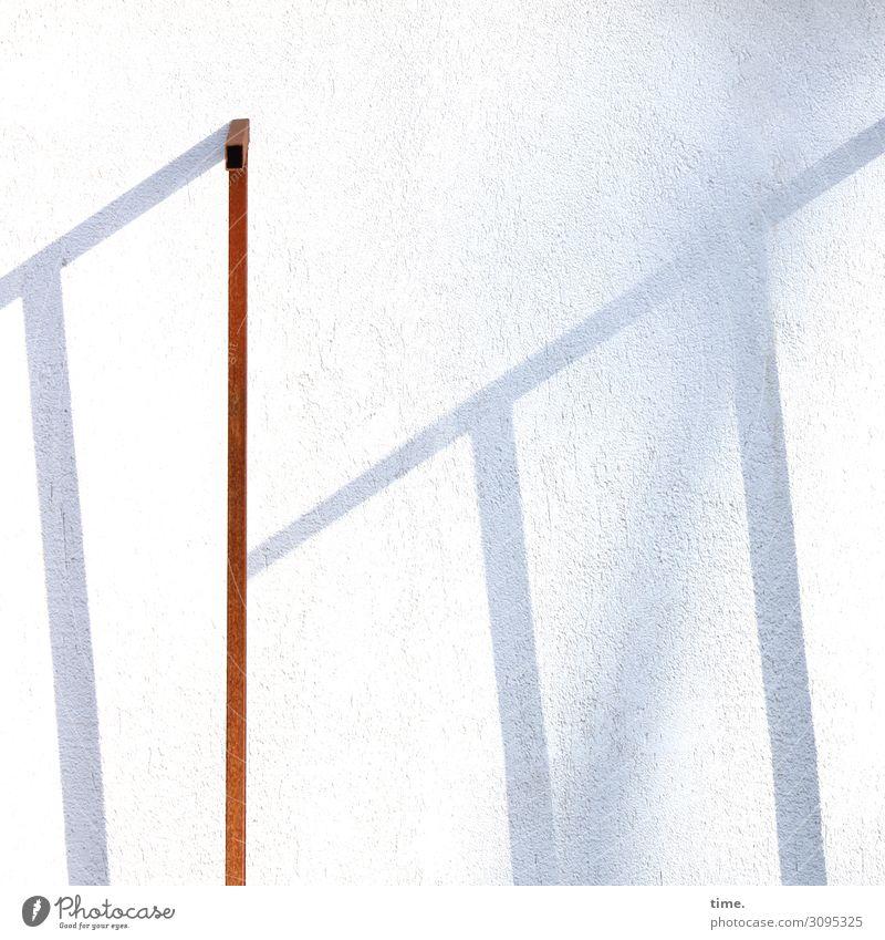 backyard lightart Kunst Theaterschauspiel Mauer Wand Fassade Putzfassade Eisenstangen Metallträger Eisenrohr Stein Linie Streifen Leben bescheiden Neugier