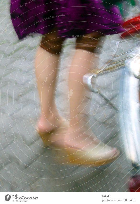 on the road again l frau mit fahrrad, auf der straße Sport Kampfsport feminin Junge Frau Jugendliche Erwachsene Beine Fuß 1 Mensch Verkehr Verkehrsmittel