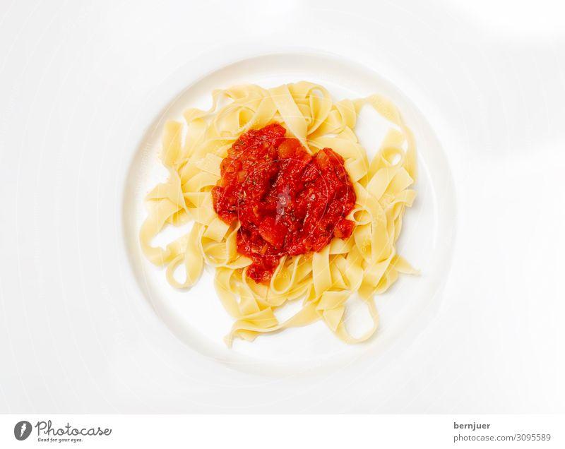 italienische Tagliatella rot Hintergrundbild Holz kochen & garen Italien Kräuter & Gewürze Symbole & Metaphern mediterran Teller Abendessen Tomate Mittagessen