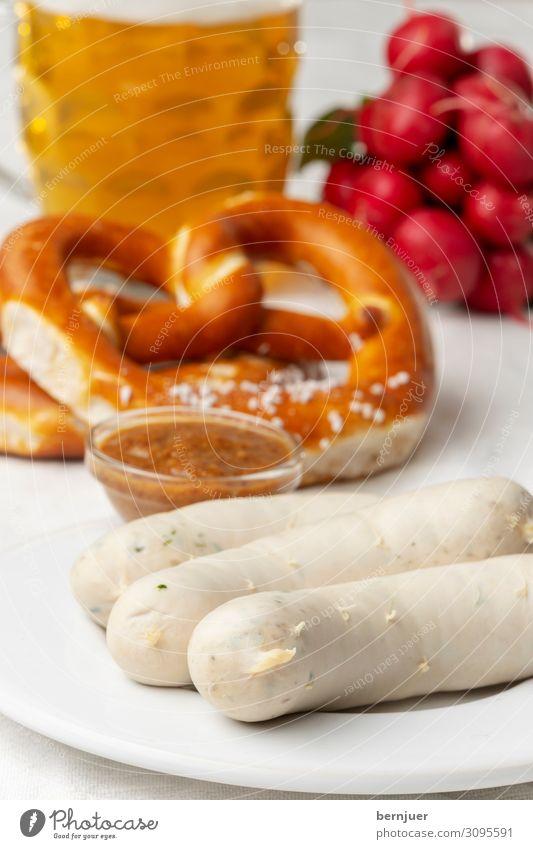bayerische Weißwurst Wurstwaren Gemüse Frühstück Mittagessen Getränk Alkohol Bier Teller Tisch Oktoberfest Holz weiß Tradition Brezel Bayern Deutsch Mahlzeit
