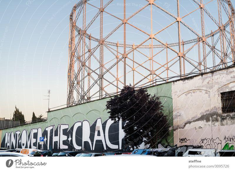 gasometer und mural graffiti Stadt Industrieanlage Ruine Fassade Graffiti Gasometer Rom Abendsonne Gesellschaft (Soziologie) marode alt Wandel & Veränderung