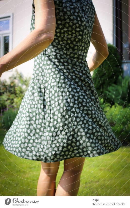 Sommer Frau Mensch Jugendliche Junge Frau schön grün Freude 18-30 Jahre Lifestyle Erwachsene Leben natürlich feminin Bewegung Garten