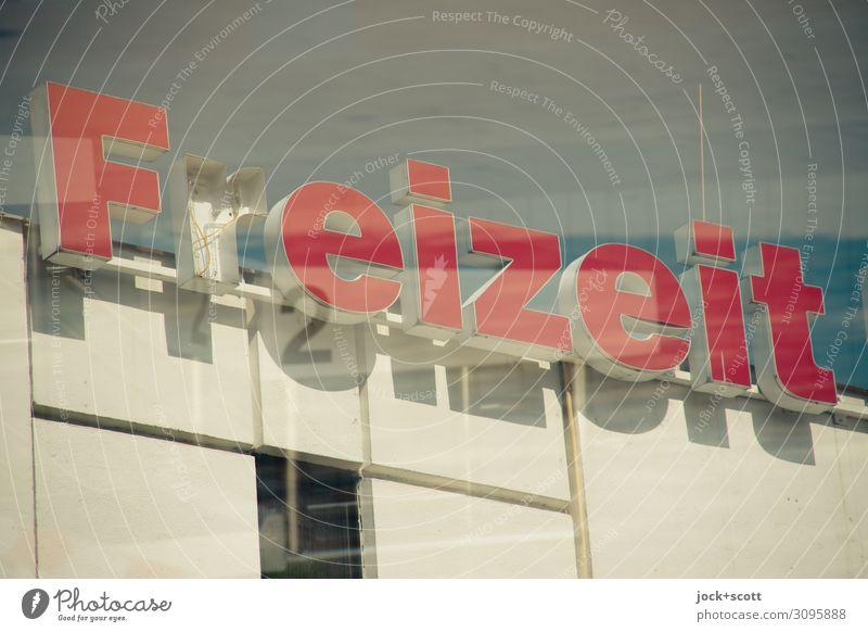 Freizeit 2 Mitte Himmel Schönes Wetter Marzahn Gebäudekomplex Mauer Wand Wort frei groß hoch modern oben rot Stimmung Tatkraft Ausdauer Freizeit & Hobby Idee