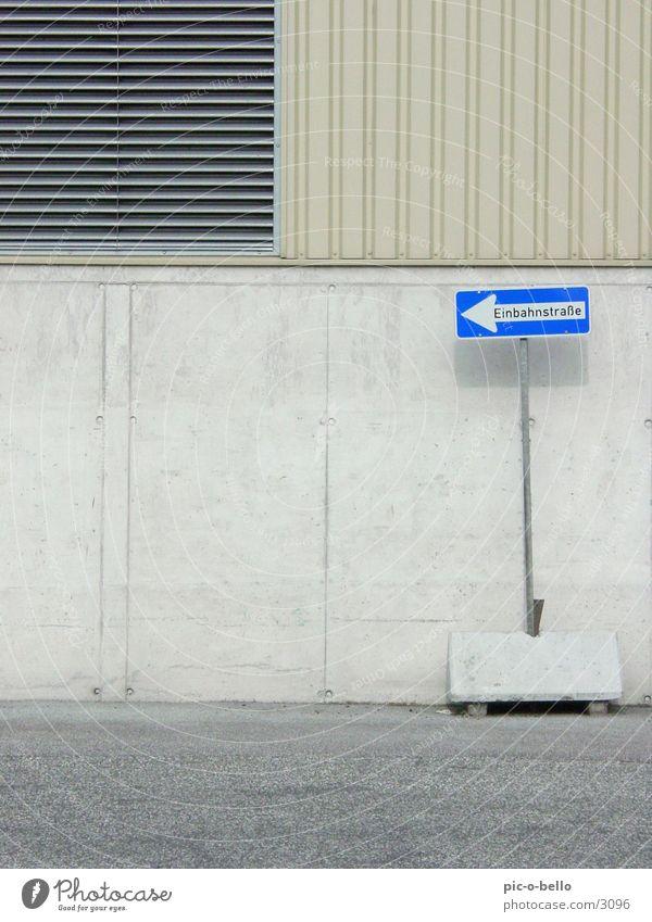 Einbahnstraße blau grau Schilder & Markierungen Verkehr Typographie
