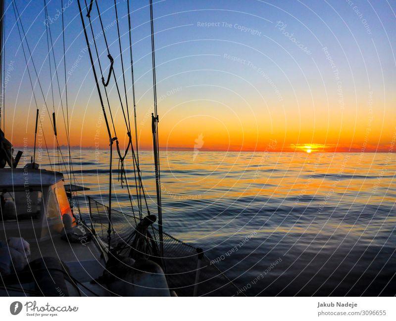 Sonnenuntergang über dem Atlantik Umwelt Natur Wasser Wolkenloser Himmel Horizont Sonnenaufgang Sonnenlicht Sommer Schönes Wetter Meer Schifffahrt Bootsfahrt