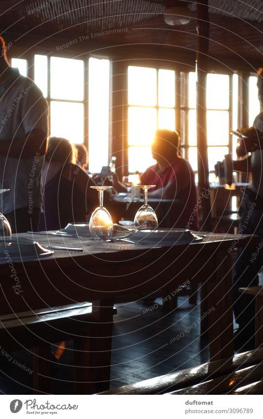Vorfreude Getränk Alkohol Wein Geschirr Teller Lifestyle Freizeit & Hobby Dekoration & Verzierung Tisch Feste & Feiern Flirten Essen trinken Sonne Sonnenlicht