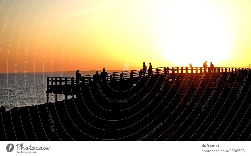 Silhouettes Menschengruppe Umwelt Natur Landschaft Urelemente Wasser Sonnenaufgang Sonnenuntergang Sonnenlicht Sommer Schönes Wetter Wärme Küste Meer Holz