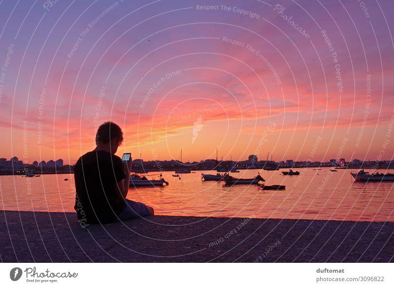 Handy vs. Nature Computerspiel Ferien & Urlaub & Reisen Tourismus Sommer Strand Meer Nachtleben Kindererziehung maskulin Junge Kindheit Jugendliche 1 Mensch