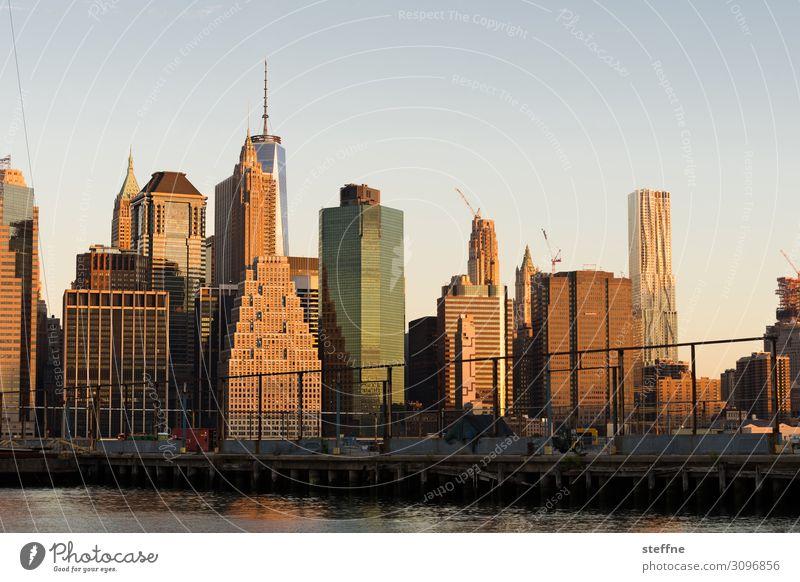 Downtown Manhattan bei Sonnenaufgang Wolkenloser Himmel Sonnenuntergang Herbst Schönes Wetter Stadt Skyline überbevölkert Hochhaus Sehenswürdigkeit ästhetisch