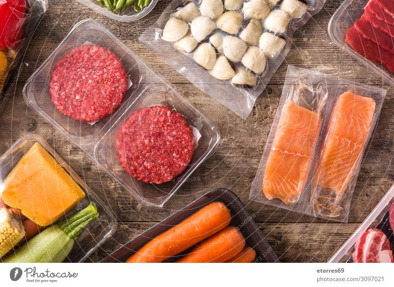 Verschiedene Arten von verpackten Lebensmitteln. Gesunde Ernährung Speise Foodfotografie Fleisch Fisch Lachs Gemüse Möhre grüne Bohnen Burger Zucchini Mahlzeit