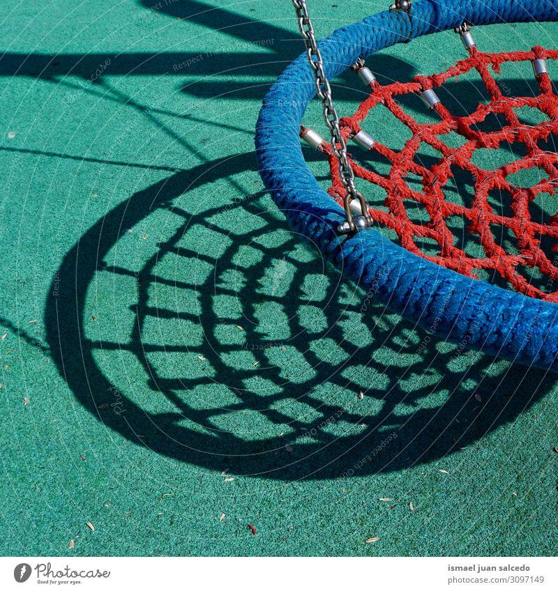 alt Farbe Freude Straße Spielen Park Kindheit Spanien Schaukel Spielplatz spielerisch Bilbao