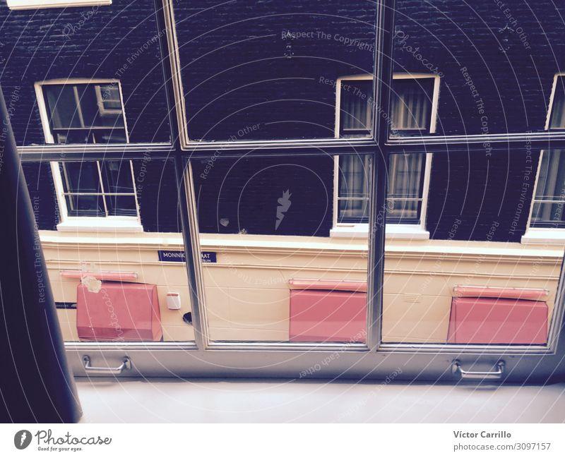 Ein Blick auf eine Amsterdamer Straße aus einem Fenster heraus Niederlande Kleinstadt Stadt Hauptstadt Altstadt geheimnisvoll Ferien & Urlaub & Reisen