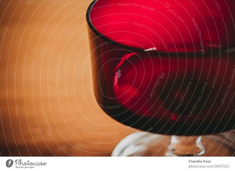 Rotes Weinglas - Dessertglas Getränk Glas Erholung Essen Feste & Feiern genießen trinken rot Handel Dienstleistungsgewerbe Reichtum Farbfoto Innenaufnahme