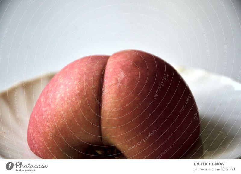Wertvoll | Zwei Viertel Bio Apfel Frucht Ernährung Bioprodukte Vegetarische Ernährung Fasten Geschirr Teller Gesäß saftig süß braun gelb rosa weiß ästhetisch