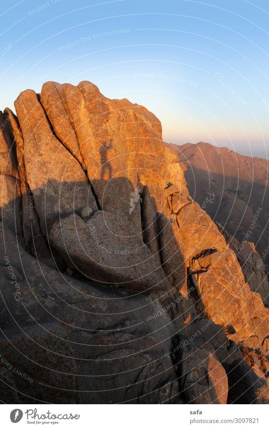 Alvand Mountain Sport wandern Mensch maskulin Junge Frau Jugendliche Umwelt Natur Landschaft Erde Stein Abenteuer Erfolg Klippe Felsen Iran Hamedan Farbfoto