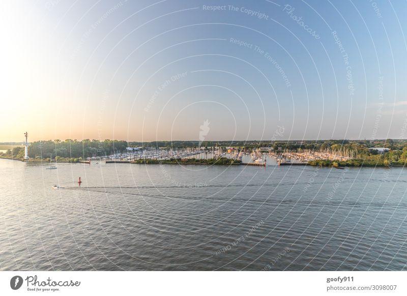 Yachthafen Ferien & Urlaub & Reisen Ausflug Abenteuer Ferne Freiheit Kreuzfahrt Natur Landschaft Wasser Himmel Sonnenlicht Schönes Wetter Flussufer Schifffahrt