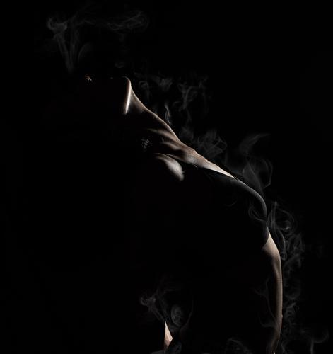 Frau dunkel schwarz Erwachsene Sport Mode Körper elegant Fitness Beautyfotografie stark heiß dünn Sport-Training Figur Kurve