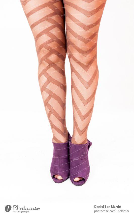 Passgenaue und schöne Beine Stil Körper Frau Erwachsene Mode Strümpfe Strumpfhose Unterwäsche Schuhe Damenschuhe stehen dünn Erotik heiß retro schwarz weiß