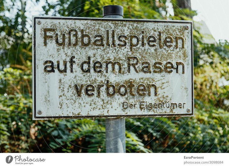 Kick Off Sport Ballsport Fußball Sportstätten Fußballplatz Umwelt Natur Baum Garten Park Metall Zeichen Schriftzeichen Schilder & Markierungen Hinweisschild
