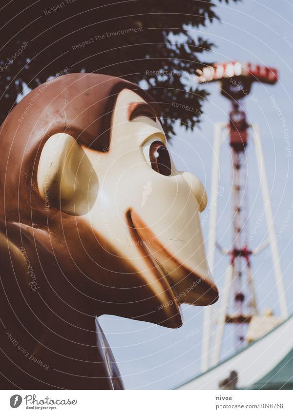 Affe auf der Kirmes Himmel Baum Tier Freude Herbst Gefühle Feste & Feiern Stimmung Ausflug Freizeit & Hobby Dekoration & Verzierung glänzend Abenteuer genießen