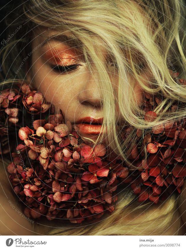 _ Mensch feminin Junge Frau Jugendliche Erwachsene Leben 1 13-18 Jahre 18-30 Jahre Schauspieler Haare & Frisuren blond langhaarig Locken Blühend schlafen