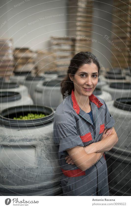 Arbeiterinnen Frucht Flasche Arbeit & Erwerbstätigkeit Beruf Arbeitsplatz Industrie Unternehmen Mensch Frau Erwachsene Container Lächeln stehen frisch Kontrolle