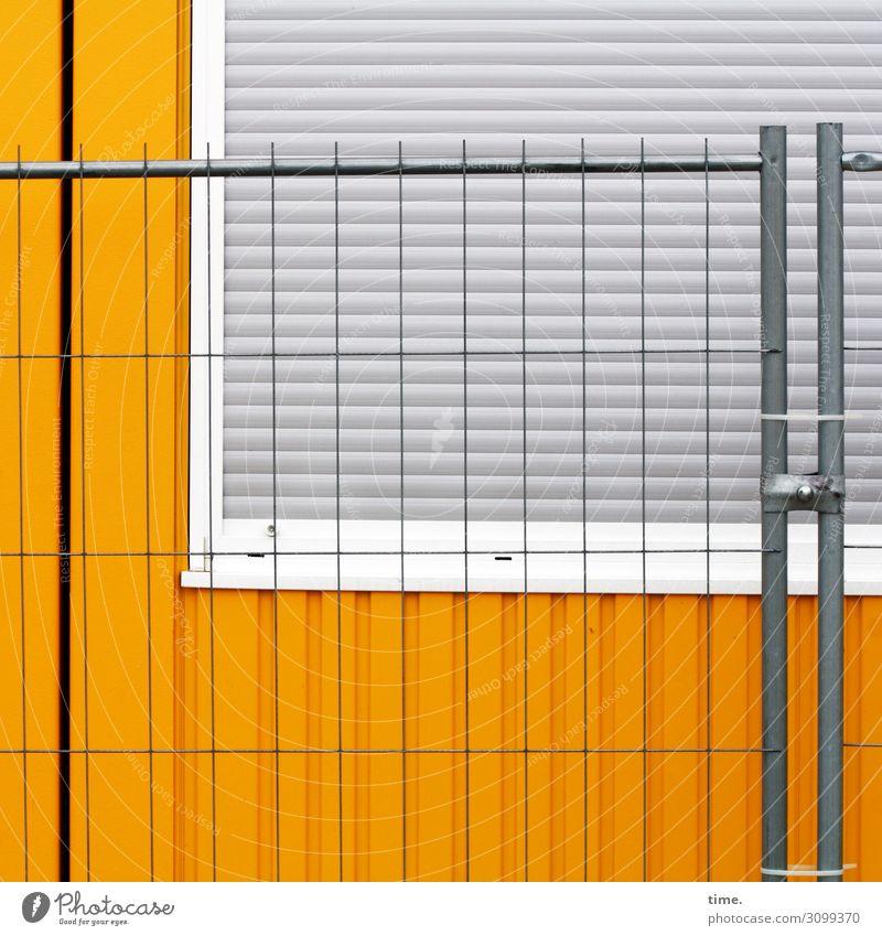 Metall-Kunststoff-Ensemble Stadt Fenster gelb Wand Gebäude Mauer grau Arbeit & Erwerbstätigkeit Linie einfach Baustelle Schutz Sicherheit Streifen Zusammenhalt