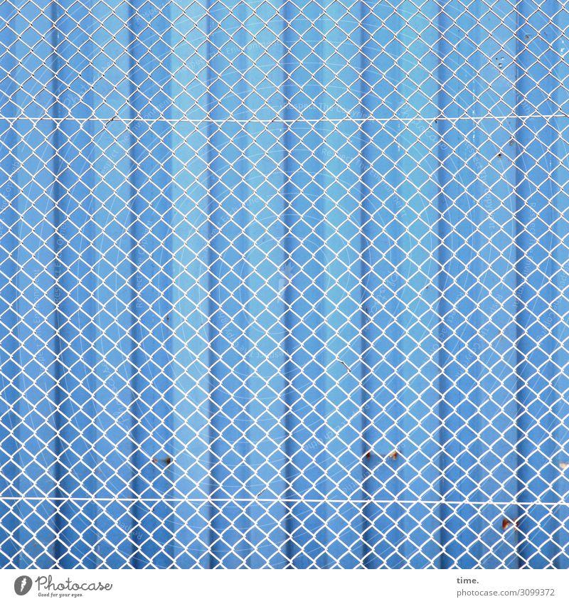 x|x|x|x|x|x|x|x|x|x|x Gebäude Mauer Wand Zaun Rost Metall Linie blau weiß Sicherheit Schutz Verantwortung Wachsamkeit standhaft Ordnungsliebe Angst Misstrauen