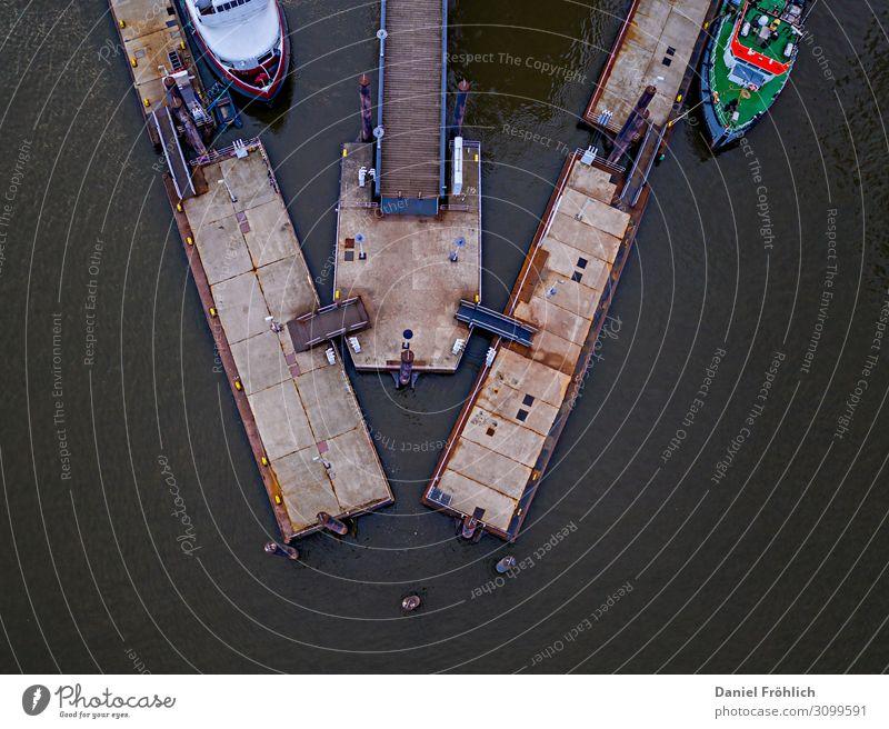 Bootsanleger von oben Wassersport Segeln Fluss Elbe Hafenstadt Verkehrswege Schifffahrt Binnenschifffahrt Bootsfahrt Passagierschiff Fähre Motorboot Jachthafen