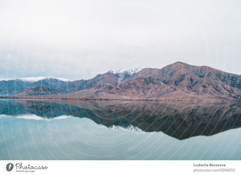 Spiegel der Natur Ferien & Urlaub & Reisen Tourismus Ausflug Abenteuer Ferne Sightseeing Berge u. Gebirge wandern Umwelt Landschaft Winter Gipfel
