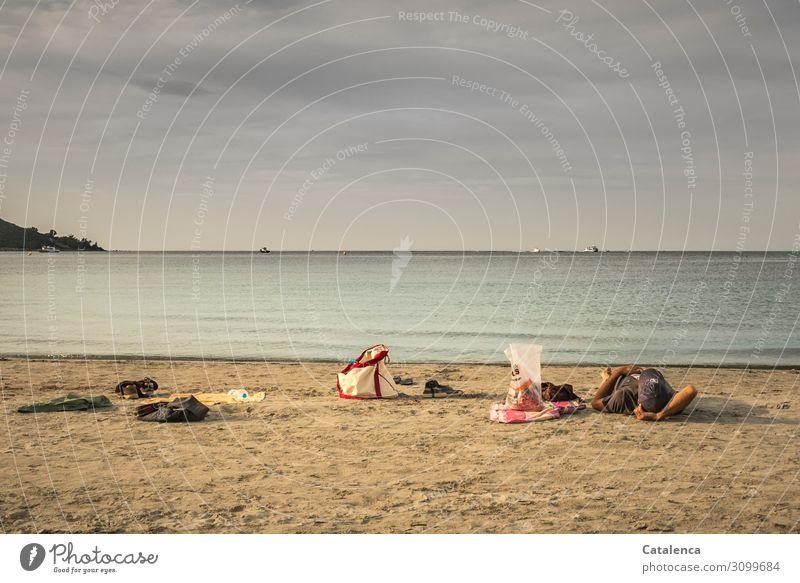 Zeit   wertvoll Sommerurlaub Strand Meer 1 Mensch Landschaft Sand Wasser Himmel Wolken schlechtes Wetter Wellen Küste T-Shirt Strandtuch Handtuch Mütze Tüte