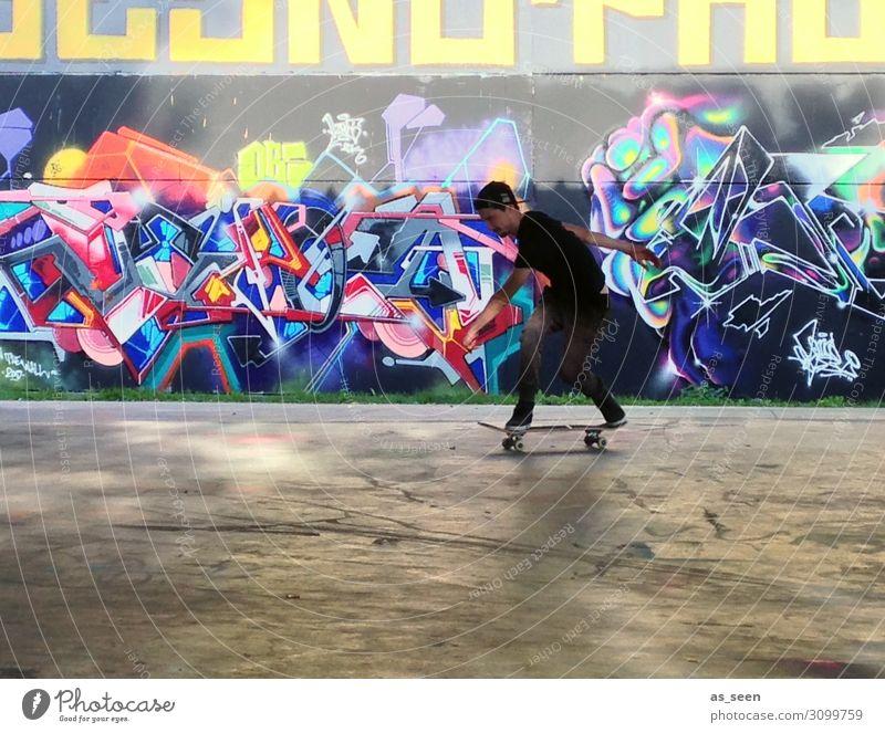 Skaten Kind Mensch Jugendliche Farbe rot Freude Architektur Leben Graffiti gelb Wand Gefühle Bewegung Junge Mauer Fassade