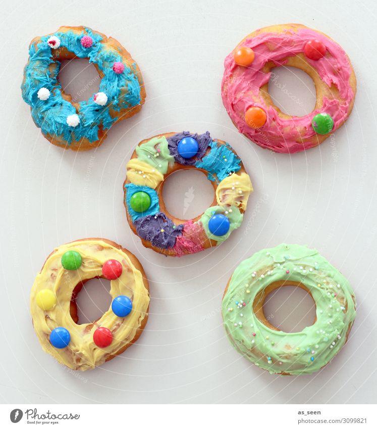 Donuts handmade Lebensmittel Teigwaren Backwaren Kuchen Süßwaren Krapfen Zuckerguß Schokolinsen Liebesperlen Ernährung Kaffeetrinken Fastfood Reichtum
