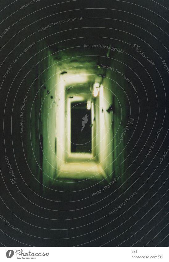 PsychoGang Nacht verfallen Ruine Tunnel Fototechnik Schatten unheimlich Tunnelblick Zentralperspektive Hochformat schmal Gangbeleuchtung
