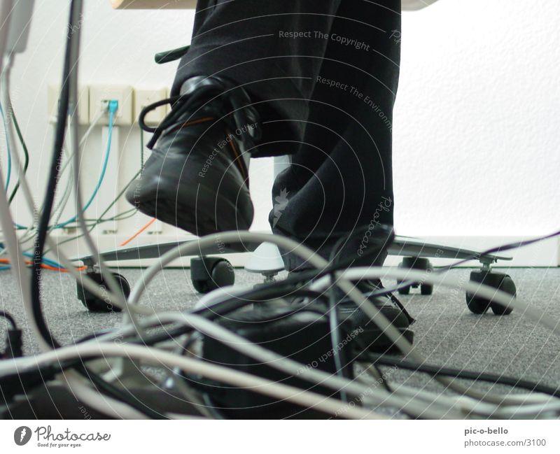 kabel und bein weiß schwarz grau Büro Business Arbeit & Erwerbstätigkeit Kabel Technik & Technologie Informationstechnologie Elektrisches Gerät