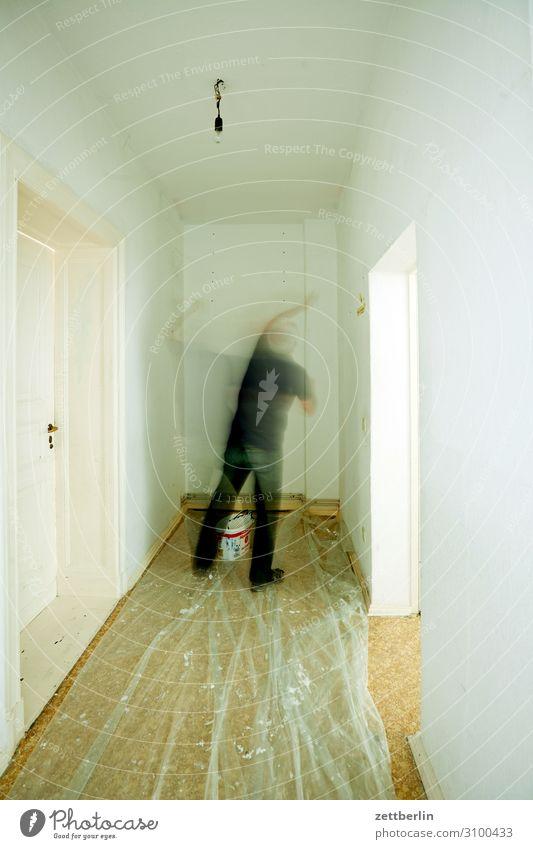Malern Altbau Wohnung Häusliches Leben Renovieren Modernisierung Anstreicher streichen malen Handwerk Handwerker Haushalt Raum Innenarchitektur