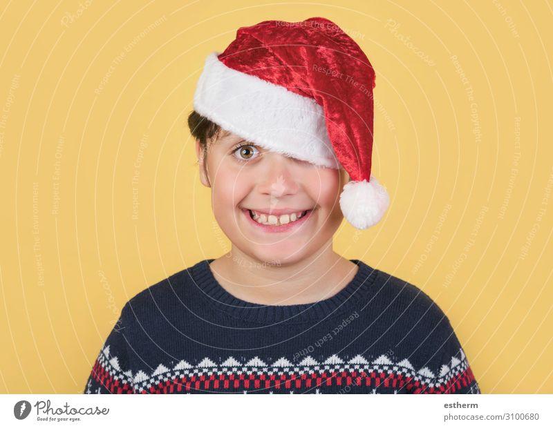 Kind trägt Weihnachtsmann Mütze Lifestyle Freude Winter Feste & Feiern Weihnachten & Advent Silvester u. Neujahr Mensch maskulin Familie & Verwandtschaft
