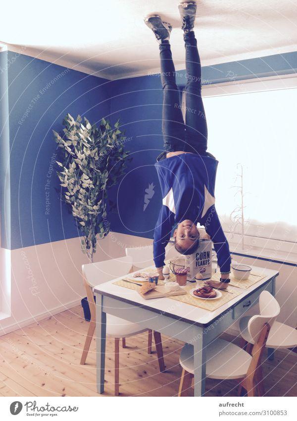 kopfüber | überkopf Kind Mensch Jugendliche Junge Frau blau Mädchen Lebensmittel Essen Sport Ernährung Kindheit Kaffee Getränk Süßwaren 8-13 Jahre Frühstück