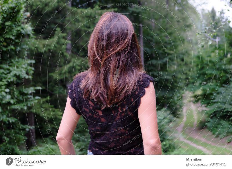 wohin Frau Mensch Ferien & Urlaub & Reisen Jugendliche Junge Frau Sommer Ferne Berge u. Gebirge Erwachsene Leben feminin Glück Tourismus Freiheit Ausflug