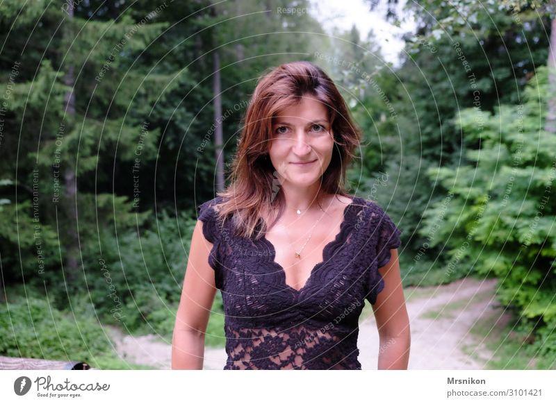 hey Frau Mensch Ferien & Urlaub & Reisen Natur Sommer Pflanze Erholung Tier Wald Ferne Berge u. Gebirge Erwachsene Leben feminin Glück Tourismus