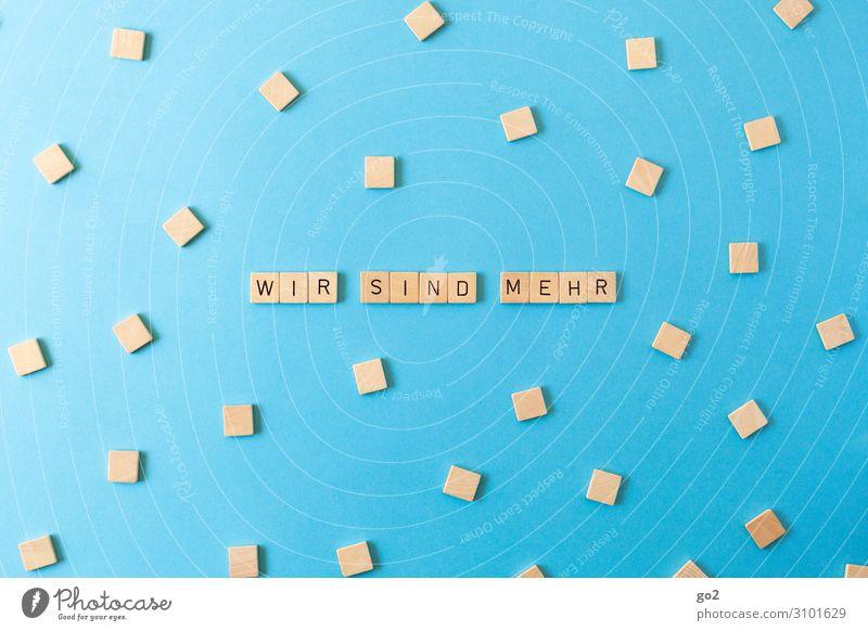 Wir sind mehr Holz Spielen Freiheit Zusammensein Schriftzeichen Zukunft Hilfsbereitschaft Buchstaben Hoffnung Team Zusammenhalt viele Unendlichkeit Typographie