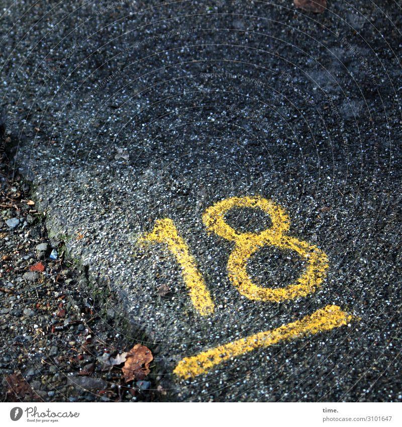 18 tageslicht farbe orientierung information zahl oldstyle linien streifen markierung straße weg asphalt