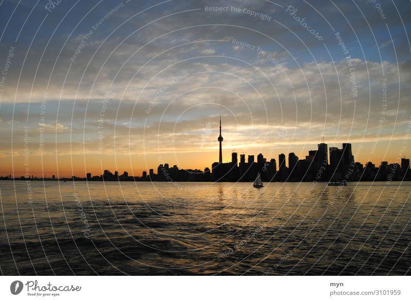 Skyline von Toronto Kanada im Sonnenuntergang Skyline-Silhouette Skyline bei Nacht See Ontario See Himmel Hochhaus CN Tower Panorama (Aussicht) Totale Kontrast